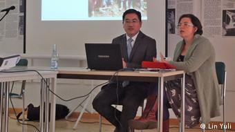 Frau Sophie Cornford von der Organisation The Rights Practice präsentiert ihre Arbeit in China