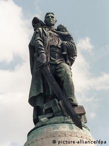 Σοβιετικό μνημείο στο πάρκο του Treptow