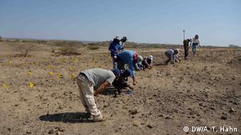 Experten vom Middle Awash Research-Team bei Ausgrabungen in Afar Äthiopien (DW/A. T. Hahn)