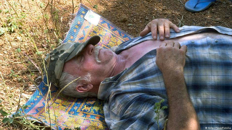وباء يفرض النوم لستة أيام متواصلة على قرية كازاخية   DW   19.12.2014