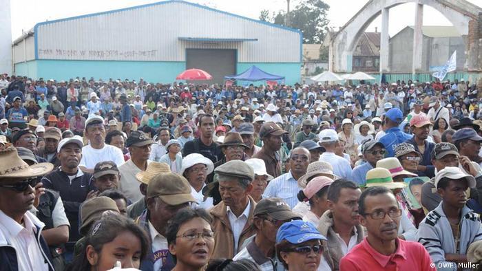 Versammlung der Anhänger von Ex-Präsident Marc Ravalomanana in der madagassischen Hauptstadt Antananarivo (Foto: DW/Friederike Müller)