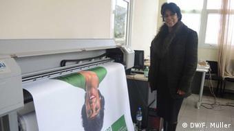 Saraha Georget Rabeharisoa, Kandidatin der Grünen in der Parteizentrale in Ivato. (Foto: DW/ Friederike Müller)