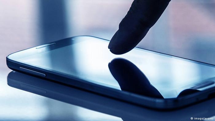 Слежка за мобильными телефонами, прослушка