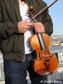 Miki holding his violin Copyright: Stefan Butte