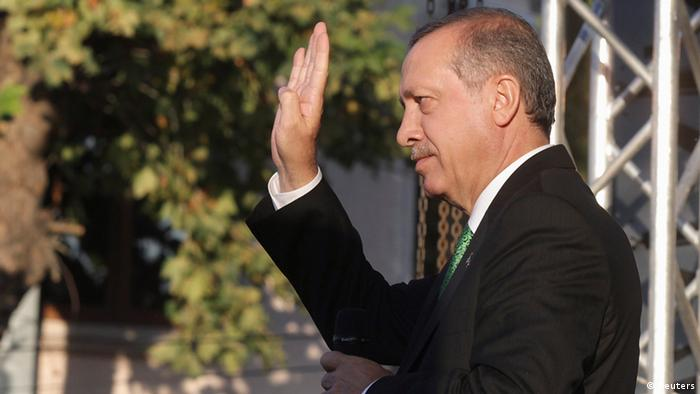 Turkish Prime Minister Recep Tayyip Erdogan gestures during his visit to Prizren, some 90 km (56 miles) southwest of capital Pristina October 23, 2013. REUTERS/Hazir Reka (KOSOVO - Tags: POLITICS)