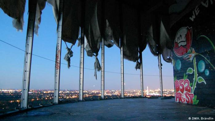 View at night from one of the unsecured radar domes without reilings into the wide open Photo: Anne-Sophie Brändlin, am 27.08.2012 in Berlin