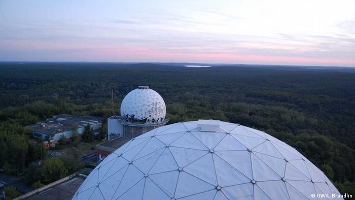View down on the radar domes and the Grunewald Photo: Anne-Sophie Brändlin, am 27.08.2012 in Berlin