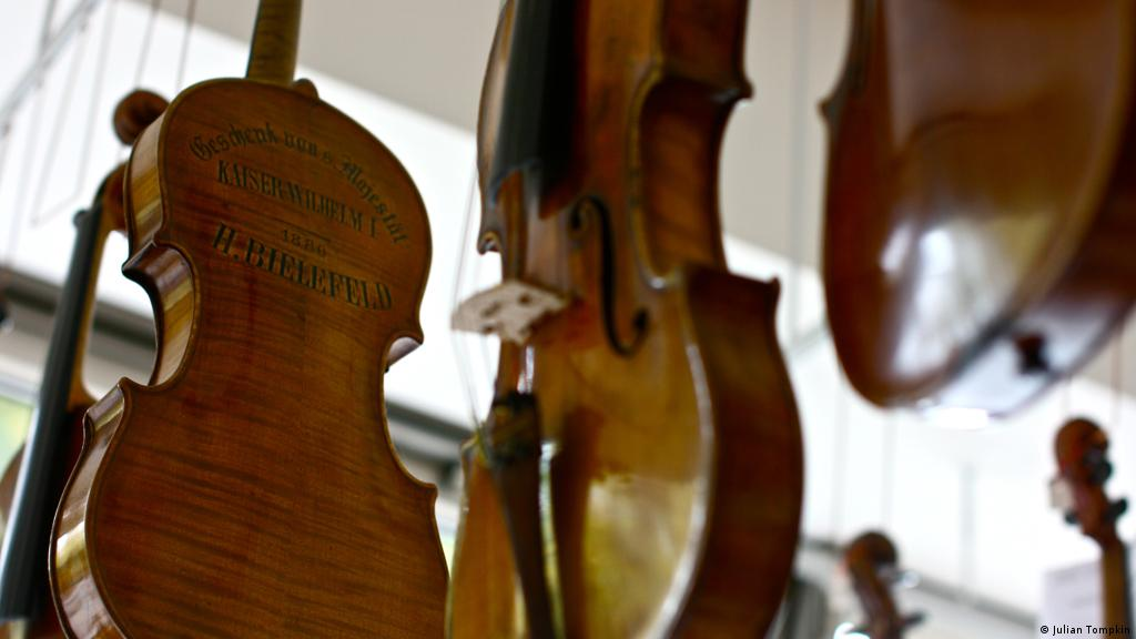 Niche instrument makers shake up Berlin | Scene in Berlin