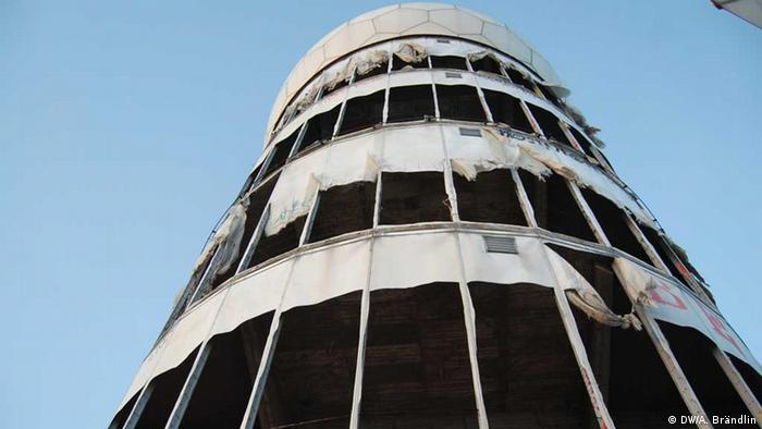 View of one of the spying towers on Teufelsberg Foto: Anne-Sophie Brändlin, am 27.08.2012 in Berlin