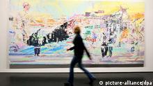 Eine Besucherin des Zentrums für Kunst und Medientechnologie (ZKM) in Karlsruhe (Baden-Württemberg) betrachtet am 23.10.2013 das Werk Uqbar I von der Künstlerin Corinne Wasmuth aus dem Jahr 2011. Dieses ist Teil der Ausstellung _Weltreise_, die vom 26. Oktober 2013 bis zum 2. März 2014 in Karlsruhe gezeigt wird. Zu sehen sind 430 Kunstwerke von mehr als 100 Künstlern. Die Exponate stammen aus dem Bestand zeitgenössischer Kunst des Instituts für Auslandsbeziehungen (ifa). Foto: Uli Deck/dpa (zu lsw vom 24.10.2013)