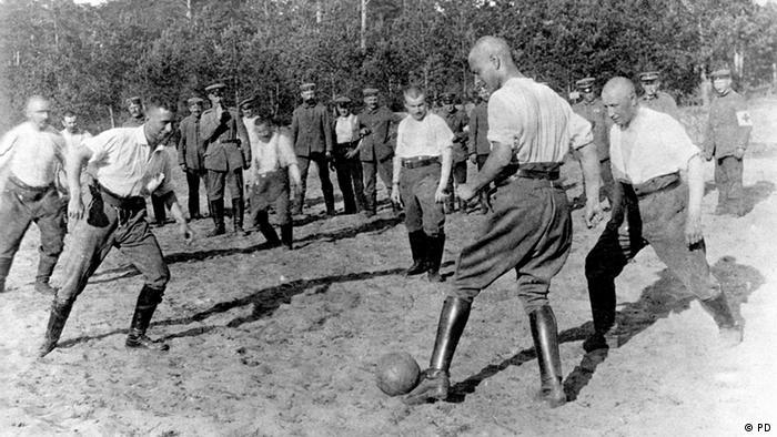 Erster Weltkrieg deutsche Soldaten spielen Fußball