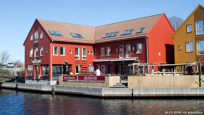 red house on harbor in KristiansandQuelle: CC BY-NC-SA dubidubno http://www.flickr.com/photos/42575154@N00/4516729645