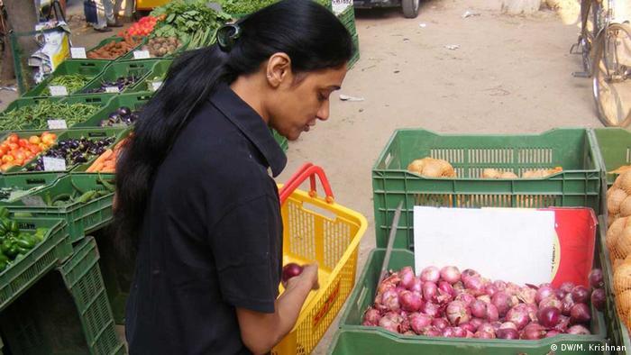 hohe Preise für Zwiebeln in Indien (DW/M. Krishnan)