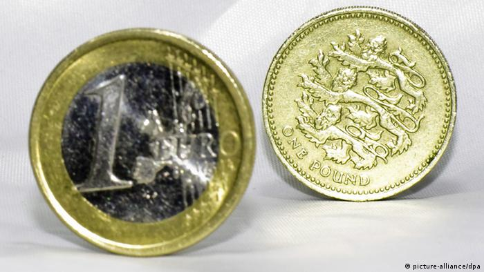 A euro and a pound coin Photo: Guillem Lopez +++(c) dpa - Report+++
