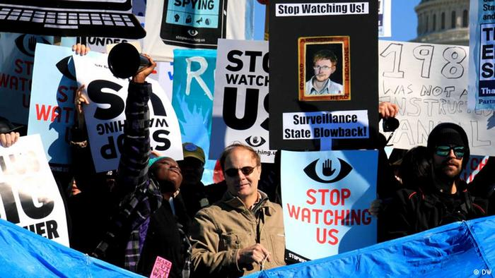 U.S. citizens demonstrate on 24.10.2013 near the Capitol in Washington DC against the surveillance by intelligence agencies such as the NSA(Foto: Monika Griebeler / DW) - eingestellt von Andreas Grigo