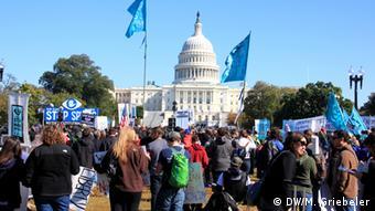 Demonstration #stopwatchingus gegen NSA und Überwachung in Washington, DC, USA Bild: DW/ Monika Griebeler, 26.10.2013,: Washington, DC, USA