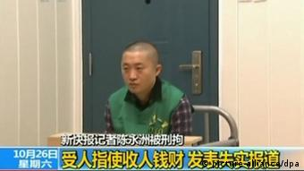 In this TV grab, Chen Yongzhou, a reporter of the New Express, and detained by Changsha Police, is confessing having accepted bribes to defame the state-owned construction equipment maker Zoomlion for money and fame in Changsha, central Chinas Hunan province, 26 October 2013. A Chinese journalist arrested last week on charges he defamed a state-owned construction equipment maker on Saturday (26 October 2013) confessed on state television to accepting bribes for fabricating stories, despite a public outcry over his detention. Reporter Chen Yongzhous lengthy explanation of how he invented negative stories about Changsha-based Zoomlion Heavy Industry Science and Technology Co. Ltd is the latest in a series of televised confessions by suspects in high-profile or politicized cases. I am willing to admit my guilt and to repent, he said as he sat handcuffed before police in a morning news segment on state broadcaster CCTV. New Express, the state-backed tabloid that employed Chen, had published two front-page pleas for police to release him last week, an unusually bold move that drew widespread attention and sympathy from the public. The papers website did not mention Chens confession on Saturday morning.