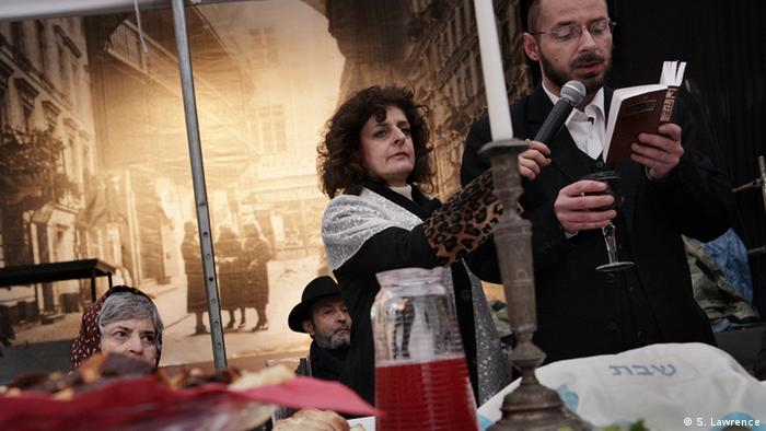 Sabbath is welcomed publically on Próźna Street by members of the Warsaw Jewish community, the largest in Poland. During the Singer Cultural Festival a group from the Jewish community welcome Sabbath in front of a crowd of at least 200 people, most of which are non-Jewish.