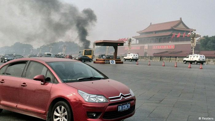 Vehicles travel along Chang'an Avenue as smoke raises in front of a portrait of late Chinese Chairman Mao Zedong at Tiananmen Square in Beijing October 28, 2013. Three people were killed and many injured on Monday, police said, when a car ploughed into pedestrians and caught fire in Beijing's Tiananmen Square, the site of 1989 pro-democracy protests bloodily suppressed by the government. REUTERS/Staff (CHINA - Tags: DISASTER POLITICS SOCIETY TPX IMAGES OF THE DAY) CHINA OUT. NO COMMERCIAL OR EDITORIAL SALES IN CHINA