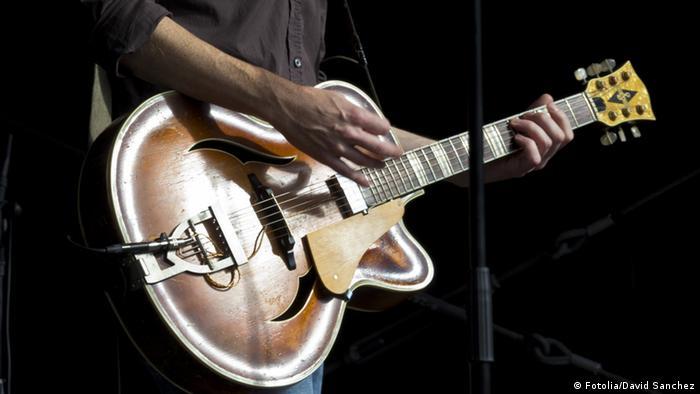 Symbolbild Gitarre Musik (Fotolia/David Sanchez)