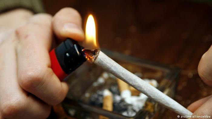 Man Smoking a Joint (Photo: dpa)