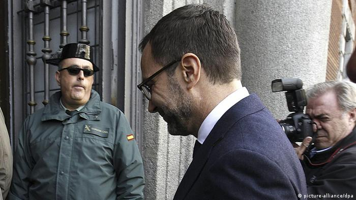 US Ambassador in Spain, James Costos (C), smiles upon his arrival at Spanish Foreign Affairs Ministry. Photo: EFE/Kote Rodrigo
