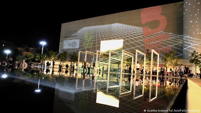 Illuminierter Platz vor dem Habima-Theater in Tel Aviv (Foto: Goethe-Institut Tel Aviv/Felix Rettberg)