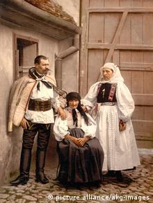 Siebenbürger Sachsen in Tracht um 1890/1900 (Foto: picture alliance/akg-images)