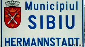 Zweisprachiges Ortsschild von Sibiu/Hermannstadt in Rumänien (Foto: Wikimedia)