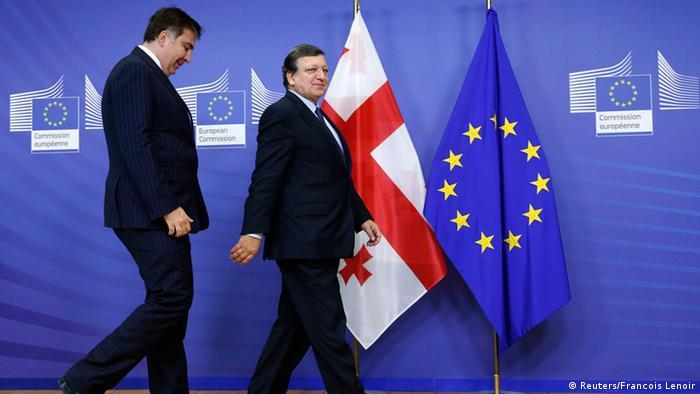 Jose Manuel Barroso and Mikheil Saakaschvili in Brussels (Photo: REUTERS/Francois Lenoir)