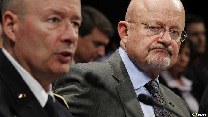 Keith Alexander dhe James Clapper