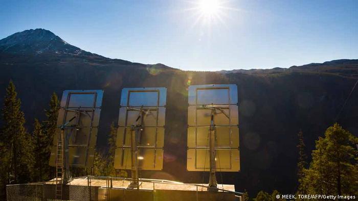 Espelham refletem luz solar para moradores de vale em Rjukan, na Noruega
