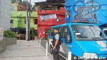 Polizist der Friedenspolizei UPP (Unidade de Polícia Pacificadora) in der Favela Complexo do Alemao. Mehr als 70.000 Menschen sollen in dem Kilometer weit verzweigten System aus Slums wohnen. Im November 2010 wurde Alemao von der Militärpolizei geräumt, um die Wache der UPP zu installieren. Foto DW/Jan Walter/ am 26.1.2013 in der Favela Complexo do Alemao in Rio de Janeiro aufgenommen.