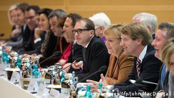 Και τα δύο κόμματα απορρίπτουν τη «λύση των ευρωομολόγων» για την αντιμετώπιση της κρίσης χρέους