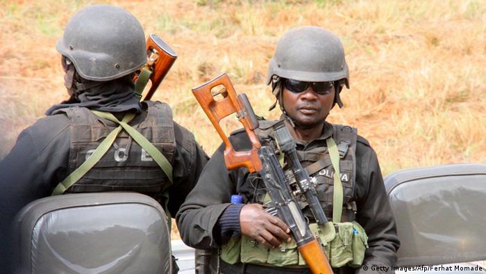 armados da RENAMO ...