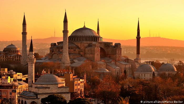 Turkey Hagia Sophia in Istanbul sunrise (picture-alliance / Marius Becker)