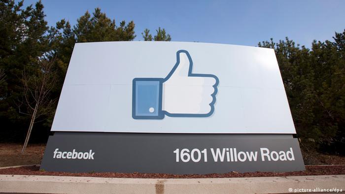 Symbolbild Facebook verdient an Smartphone-Werbung