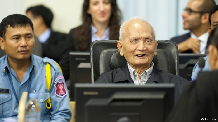 Rote Khmer-Chefideologe Nuon Chea or dem UN-Tribunal in Phnom Penh (Foto:Reuters)