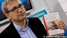 Der Buchautor, Orhan Pamuk, bei der Buchpräsentation Das Museum der Unschuld, aufgenommen am 16.10.2008 auf der Buchmesse in Frankfurt am Main. Foto: Arno Burgi dpa