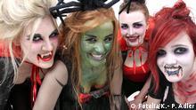 Symbolbild Halloween Fraun verkleidet als Hexe