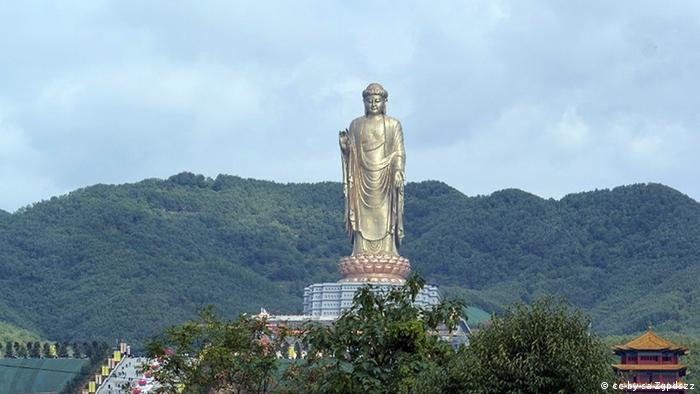 Spring Temple Buddha in China (cc-by-sa-Zgpdszz)