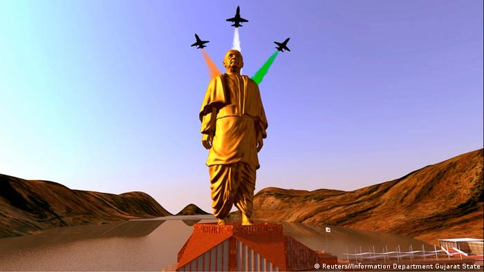 A still image from video shows an artist's rendering of a statue of Sardar Vallabhbhai Patel, to be constructed in the western Indian state of Gujarat, in this handout provided by Information Department Gujarat State October 31, 2013. Indian opposition leader Narendra Modi is building the world's tallest statue at a cost of almost $340 million in honour of one of the country's founding fathers, a project he is using to undermine his chief rivals, the Gandhi-Nehru political dynasty. The statue of Patel, who was first Prime Minister Jawaharlal Nehru's deputy and his interior minister but often at odds with him, is to be built on a river island in Gujarat, the home state of both Patel and Modi. REUTERS/Information Department Gujarat State/Handout via Reuters (INDIA - Tags: POLITICS) NO SALES. NO ARCHIVES. FOR EDITORIAL USE ONLY. NOT FOR SALE FOR MARKETING OR ADVERTISING CAMPAIGNS. THIS IMAGE HAS BEEN SUPPLIED BY A THIRD PARTY. IT IS DISTRIBUTED, EXACTLY AS RECEIVED BY REUTERS, AS A SERVICE TO CLIENTS