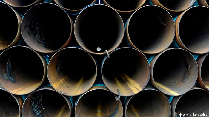 Oil pipelines stacked in a TransCanada Pipe Yard near Cushing, Oklahoma (Photo: EPA/LARRY W. SMITH)