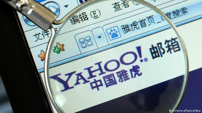 --FILE--A netizen browses the Chinese website of Yahoo! Mail in Shanghai, China, 19 April 2013. In April this year users of Yahoo! Mail for China (@yahoo.com.cn & @yahoo.cn) were notified that the service would be closed on August 19th. All the accounts and data will be deleted altogether. Yahoo! China suggested users register with Alimail, an e-mail service by Aliyun of Alibaba Group. E-mails sent to Yahoo! China accounts can be forwarded to an Alimail box till December 31, 2014. Users are also allowed to transfer e-mail accounts to yahoo.com or any other e-mail service. It is estimated there are no more than a million users with Yahoo! Mail for China and chances are they also own other e-mail accounts.