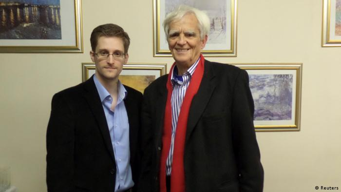 Edward Snowden and Green politician Hans-Christian Ströbele in Moskau