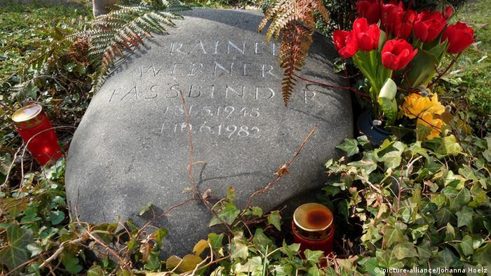 Надгробный камень на могиле Фассбиндера