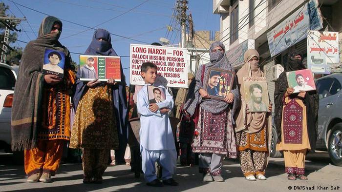 Pakistan Demonstration für vermisste Angehörige in Queeta (DW/Shadi Khan Saif)