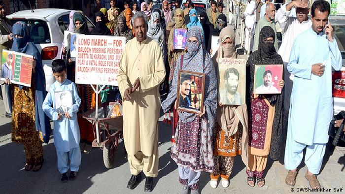 VBMP activist qadeer baloch leading the long-march for the rights of Baloch missing persons in queeta on 28 october, 2013 Foto: Shadi Khan Saif and I am a DW correspondent in Pakistan.