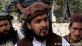 Former Pakistani Taliban chief Hakimullah Mehsud (C) sits with other militants in South Waziristan (Photo: REUTERS/Reuters TV/Files)