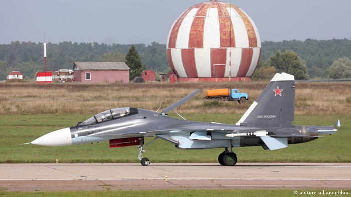 Kampfjet Sukhoi-30 bei Flugshow in Russland